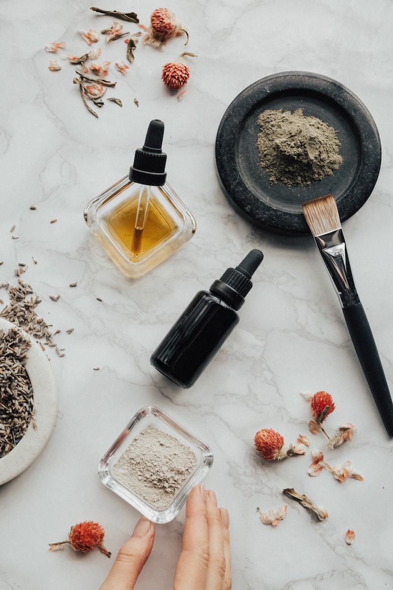 profumo essenze fragranze naso creatore di profumi olii essenziali